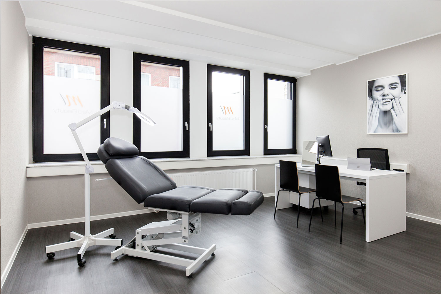Bright and spacious treatment room in our M1 Med Beauty clinic.
